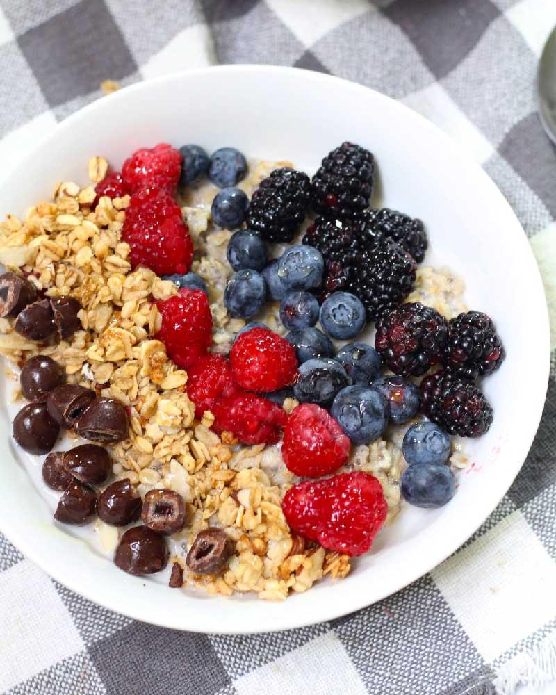 Oatmeal-Chia-Breakfast-Bowl-4_evseats.com_Resized